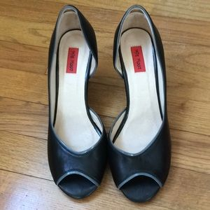 Miz Mooz Shoes    Size 8